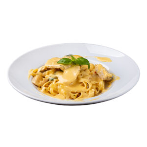 Тальятеле з куркою в сирному соусі